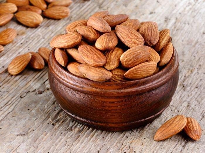 5 Cara Memutihkan Wajah dengan Almond Paling Ampuh