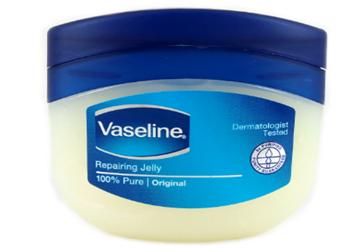 7 Cara Memutihkan Wajah Dengan Vaseline Repairing Jelly